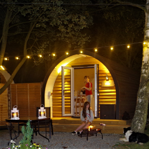 Firepit and a couple - Glamping North East